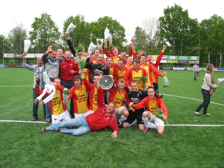 Het laatste grote succes in de historie van Strandvogels. In het seizoen 2011-2012 promoveert Strandvogels naar de 3e klasse door een beslissingduel tegen West Frisia DP, voor zo'n 1500 toeschouwers, met 2-1 te winnen.