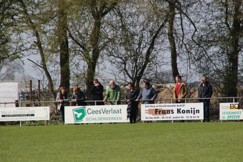 Het was fijn langs de lijn voor de Strandvogels-supporters; zon, goals en winst.