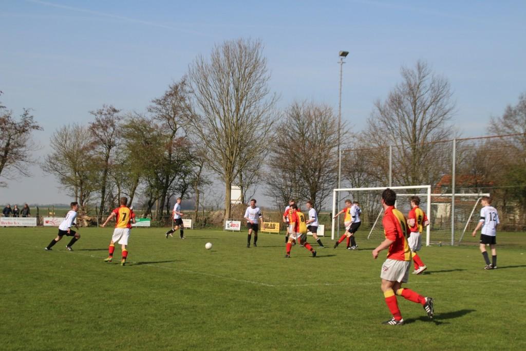 De 16-jarige Stijn Sierkstra (rugnummer 7) maakte vandaag zijn officiële debuut voor Strandvogels, hij viel in voor Sebastiaan Weel.