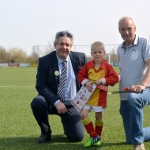De heer Kruijswijk van Dekamarkt  met Joep Poland en Cees Grooteman.