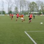 De hier nog piepjonge Merlijn Weel zet Strandvogels in het seizoen 2008-2009 op een 2-1 voorsprong tegen St. George.