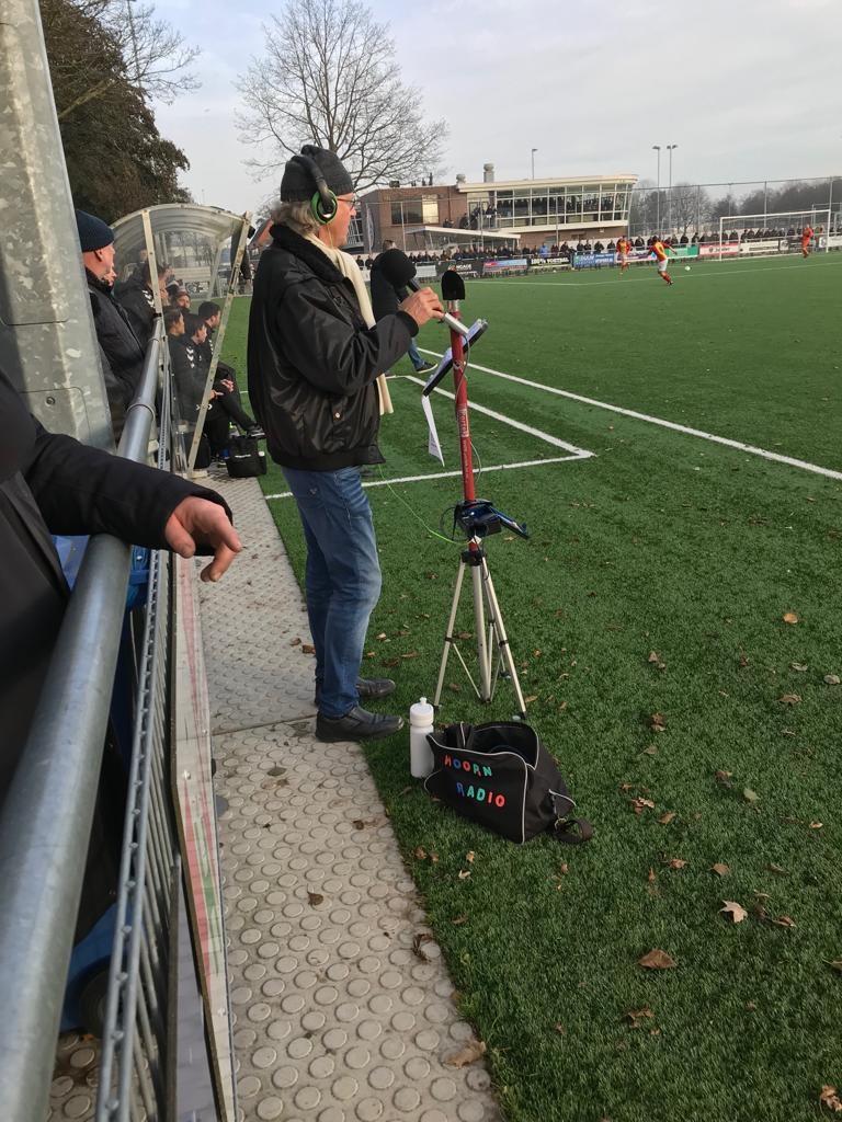 Oud-Strandvogelstrainer Jaap Beerepoot was aanwezig als verslaggever van Radio Hoorn. Ook hij zag dat Strandvogels in de tweede helft de sterkste ploeg was.