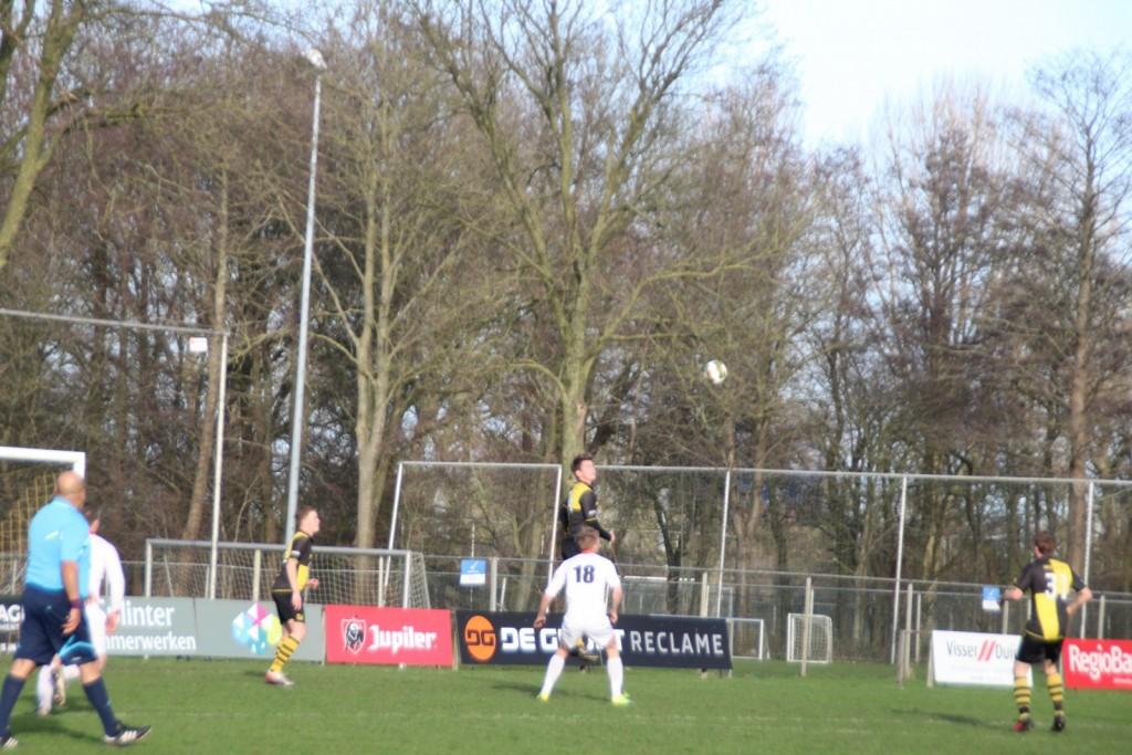 Arjan Koomen (en Jordy Weel) moesten vaak opboksen tegen een overtal aan verdedigers.