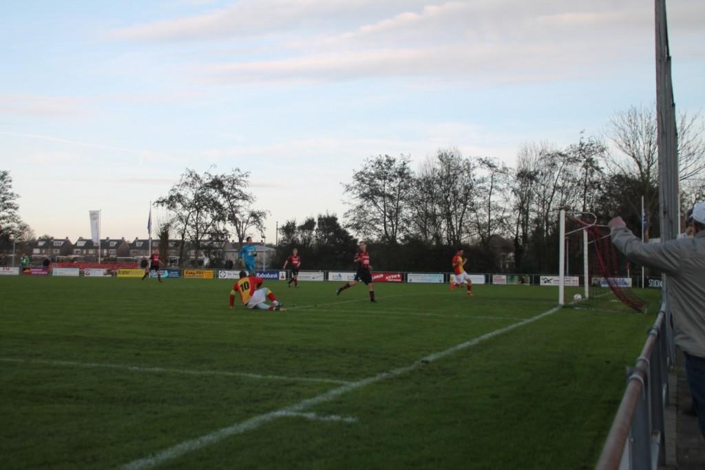Jordy Weel maakte in het laatste duel dat Strandvogels in Berkhout speelde, twee goals.
