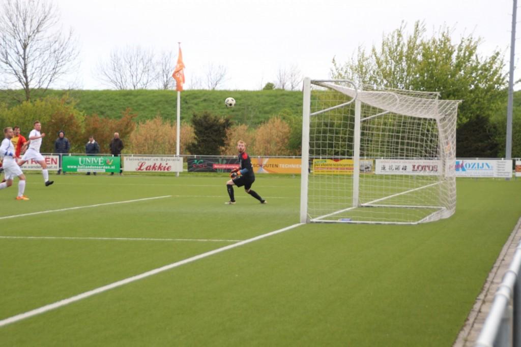 Deze kanonskogel van   Rens Grooteman was de enige goal in het duel tegen Woudia in het seizoen 2016-2017.  Een zeldzaamheid, want de laaste 11 duels in Onderdijk tegen Woudia leverden gemiddeld ruim 6 goals per wedstrijd op.
